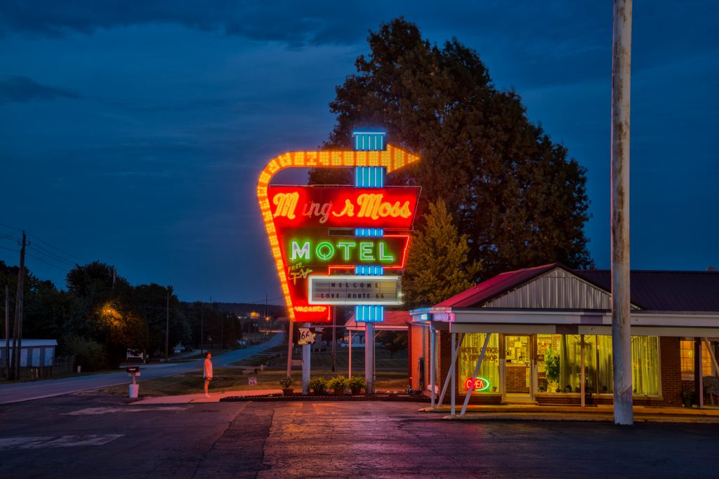 American Dreamscapes / Munger Moss Motel